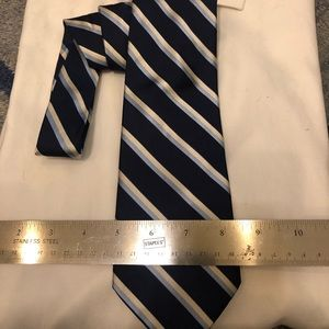 Nautica Mens tie in dark blue.